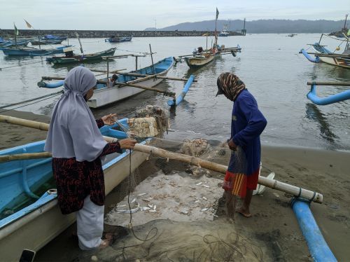 Ngaberenong, Cara Nelayan Pangandaran Menangkap Udang Jambu