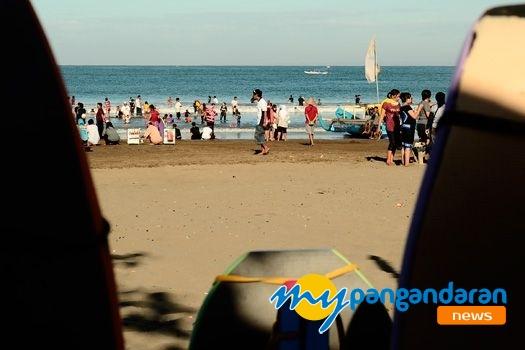 Objek Wisata Pantai Pangandaran di Padati Pengunjung