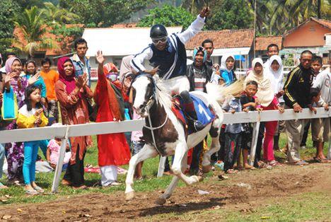 Pangandaran Cup 1 Pacuan Kuda 2013 Berlangsung Meriah