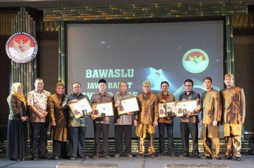Pangandaran Raih Nominasi dan Penghargaan dalam Bawaslu Jawa Barat Award 2016