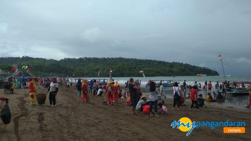 Pangandaran Terkini, Pantai Barat Sangat Padat, Cuaca Mendung