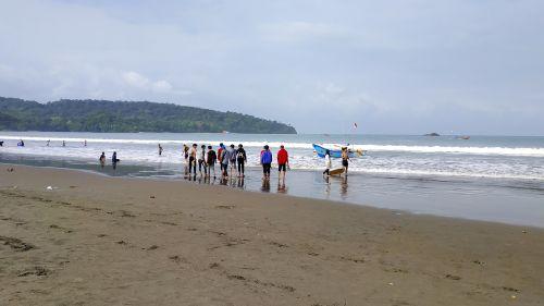 Tak Ada Buaya, Pastikan Pantai Barat Aman Untuk Berenang