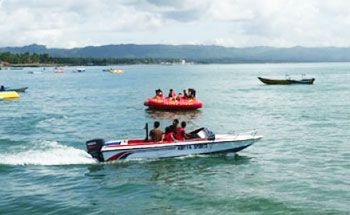 Pantai Pangandaran Masih Diserbu Wisatawan