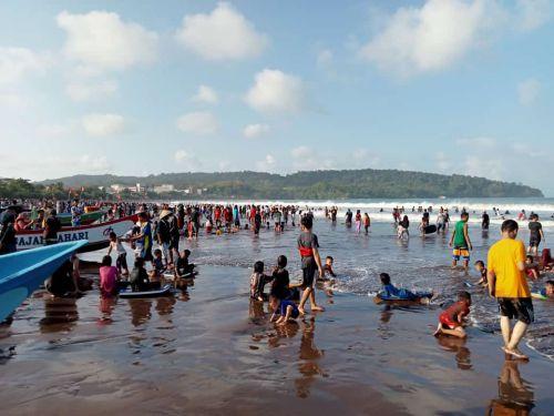 Pantai Pangandaran Mulai Ramai, Pantauan Dua Hari Pasca Lebaran 2021