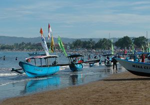 Pantai Pangandaran Ramai dikunjungi Wisatawan