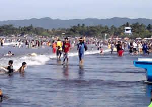 Pelaku Wisata Geram, Sampah Tercecer di Pinggir Pantai