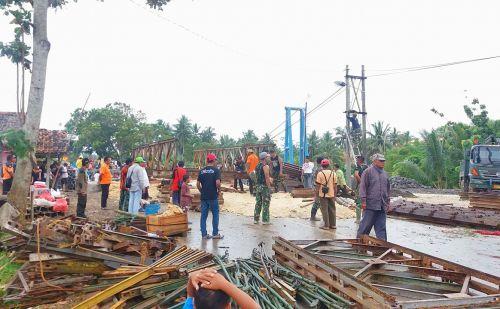 Pembangunan Jembatan Putrapinggan Pangandaran Molor, Zipur Turun Tangan