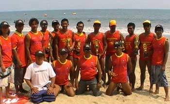 Pengunjung Membludak, Lifeguard Jaga Pantai 24 Jam