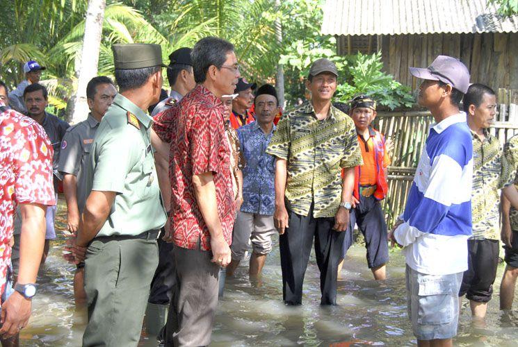 Pj Bupati Pangandaran Blusukan Kunjungi Korban Banjir