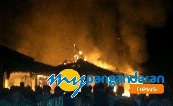 Puluhan Kios Pasar Wisata Pangandaran Semalam Habis Terbakar