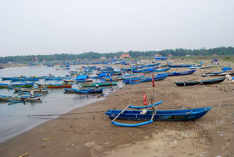 Puluhan Perahu Nelayan Sudah Memarkirkan Perahunya di PPI Cikidang Babakan