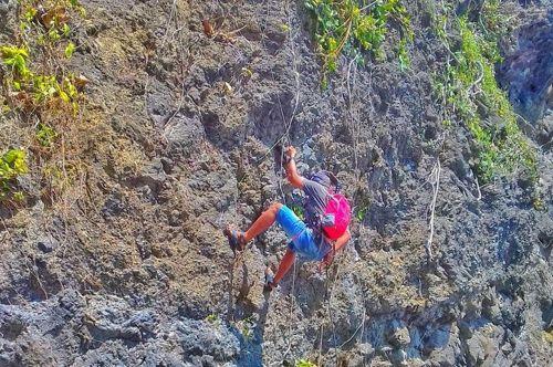 Pusdalops Gelar Ngabuburit Sambil Rappelling Di Batu Hiu