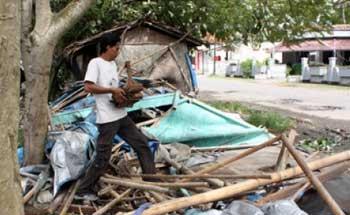 Puting Beliung, Kios di Pangandaran Ambruk Diterjang Angin