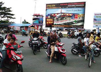 Ramai, Ngabuburit Di Jalan Tol Pangandaran