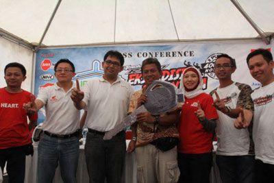 Revo Apresiasi Pelopor Kebersihan Pantai Pangandaran, Jajang Nurjaman