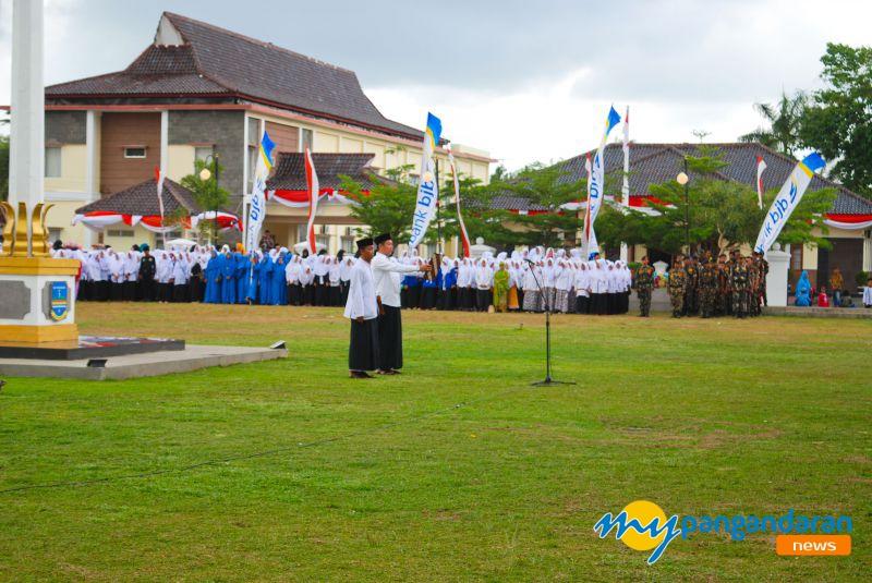 Ribuan Santri Hadiri Upacara Peringatan Hari Santri Nasional ke-4