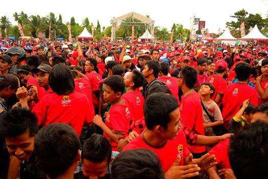 Ribuan Warga Ikuti Jalan Sehatnya Kapal Api