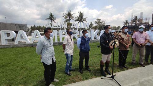 Ridwan Kamil Resmikan Alun-alun Paamprokan di Pangandaran