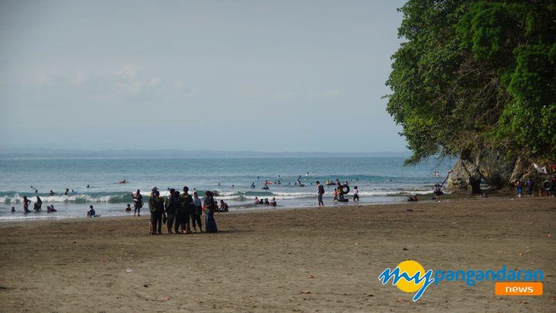 Sambut Bulan Ramadan, Pantai Batu Karas Pangandaran Diserbu Warga