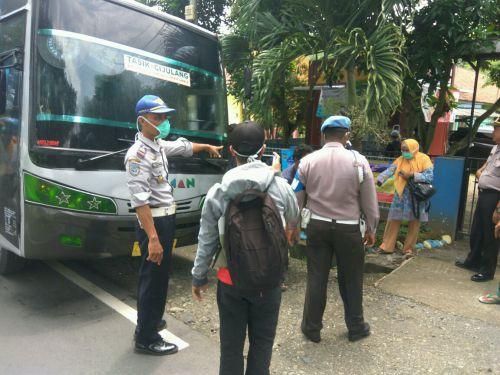 Semprot Angkutan Umum, Upaya Pencegahan Virus Corona di Kab Pangandaran