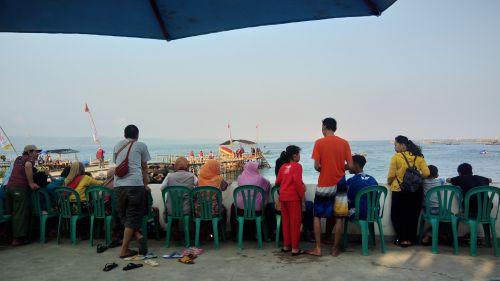 Begini Cara Menikati Sore di Pantai Timur Pangandaran