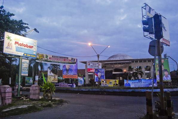 Spanduk Calon Wakil Rakyat Penuhi Jalan-Jalan di Pangandaran