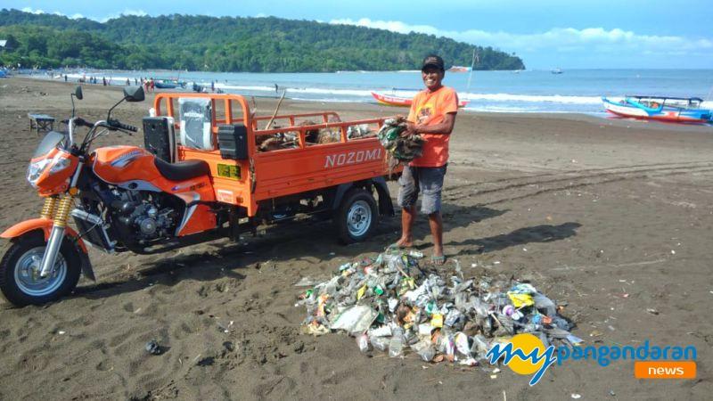 Sutan Abdul Rosid, Relawan Gerakan Bersih Pantai Pangandaran