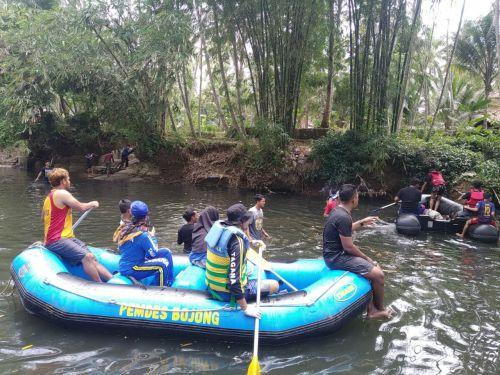 Tagana Bersama Relawan KSB Pangandaran Bersihkan Sungai Citonjong