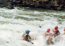 Tak Lengkap Jika Tak Rafting di Green Canyon