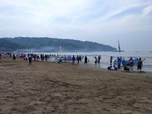 Tak Terdampak Virus Corona, Pantai Pangandaran Masih Dibuka