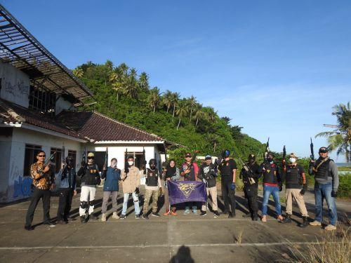 Tembak-Tembakan! Cara Ngabuburit Komunitas Airsoft Gun di Pangandaran