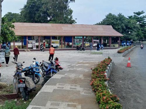Terlihat Rapih, Pedagang Kaki Lima Lapang Merdeka Pangandaran di Tertibkan