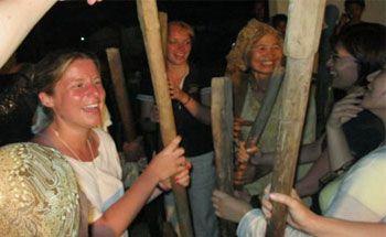 Turis 9 Negara Hadiri Pentas Seni Pangandaran di Desa Sukahurip