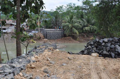 Update: Ini Penampakan Terbaru Pembangunan Jembatan Darurat di Pangandaran