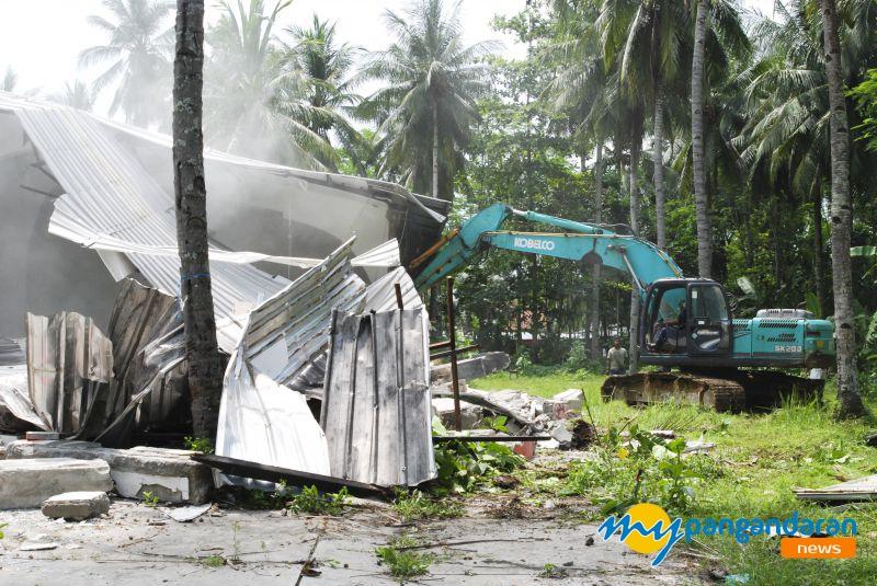 Waduh, Gedung Bersengketa di Pangandaran ini Dirobohkan Pemilik Lahan