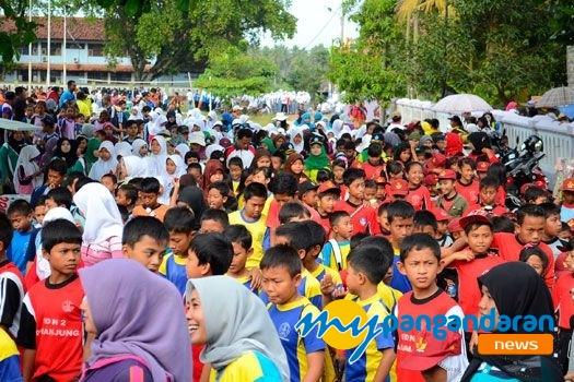 Warga Pangandaran Memperingati HUT Kabupaten Ciamis  ke-370 Dengan Jalan Sehat