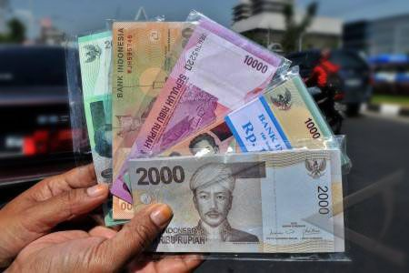 Warga Pangandaran Sulit Menukar Uang Kecil
