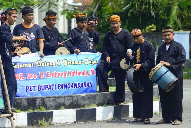 Warga Rayakan Pelantikan PJ Bupati Pangandaran