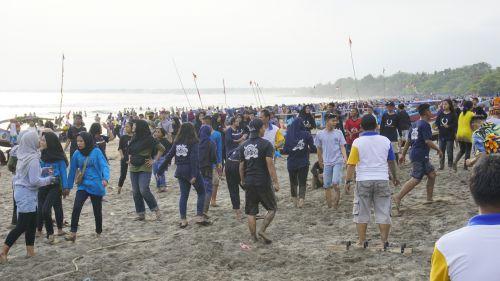 Weekday, Pantai Pangandaran Tetap Ramai