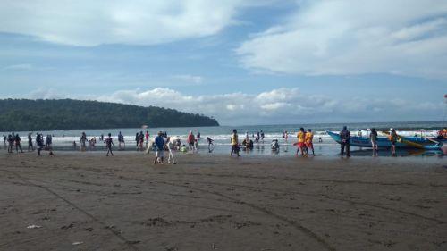 Weekend Terakhir di Tahun 2018, Pantai Barat Pangandaran Mulai Ramai Wisatawan