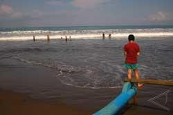Wisatawan Hanyut di Pantai Pangandaran Belum Ditemukan