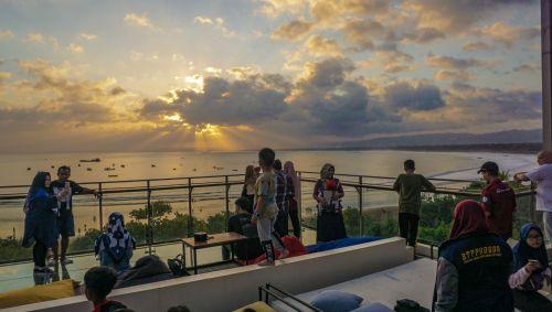 Wow, Nikmati Keindahan Sunset di Pangandaran Begini Caranya